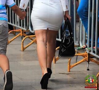Mujeres nalgas grandes vestidos ajustados