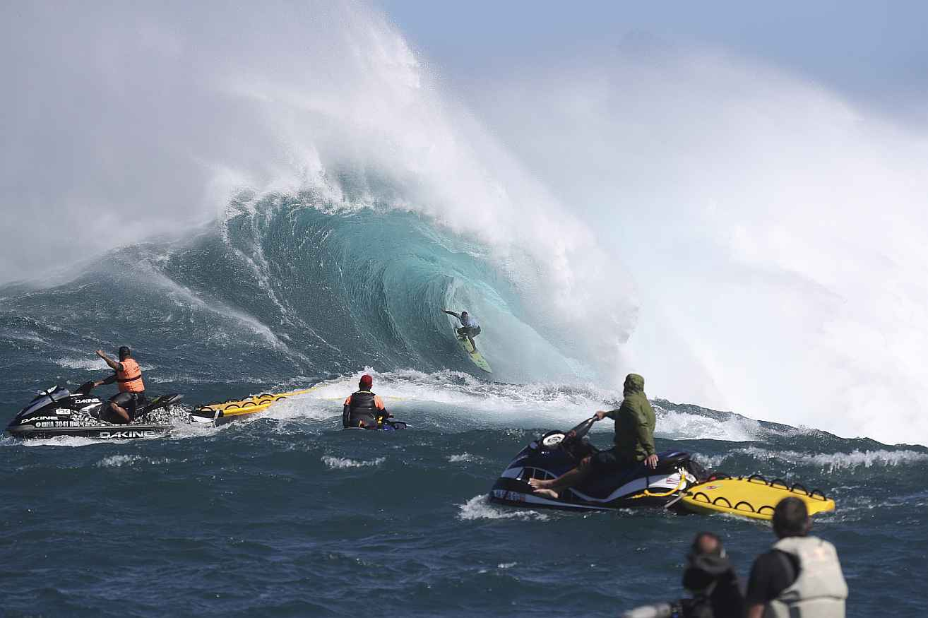 cbdMD Jaws Big Wave Championships - Live Dec 12th