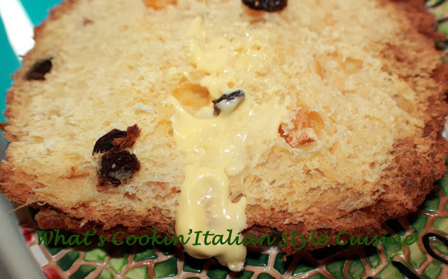 this is how to make panettone with golden and dark raisins in the bread from scratch
