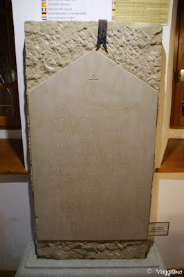La lapide che era presente sulla tomba della Marchesa di Hautpol