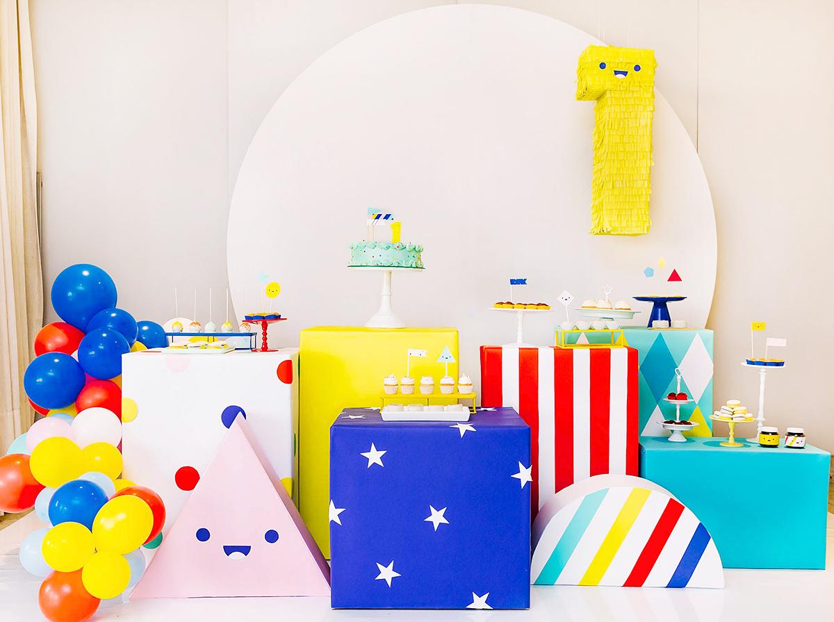 decoracao simples e barata festa aniversario infantil 1 ano colorida temas criativos masculinos menino formas e cores caixa de papelao blog do math brasilia martin