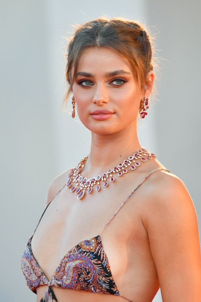 Taylor Hill: Hottest American Female Models