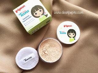 Kemasan Pigeon Teens Face Powder dilengkapi dengan aplikator spon