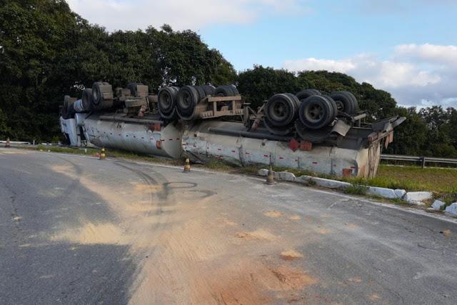 Acidentes envolvendo caminhão de botijão de gás e carreta de combustível deixa via Recife/João Pessoa totalmente interditada
