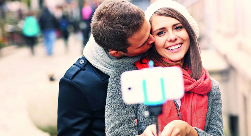 """Status """"in a relationship"""": when to put it on social networks and is it worth it"""