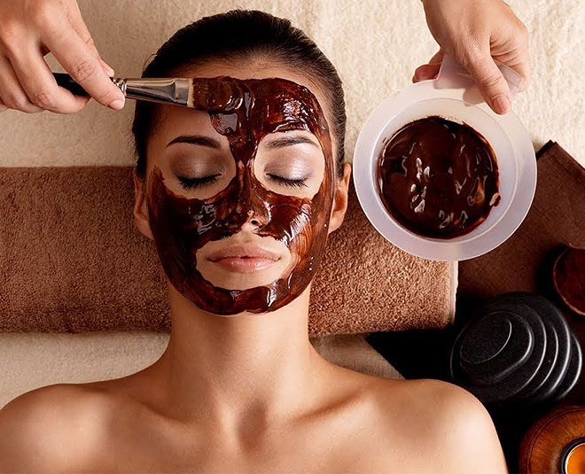 Mask chocolate and sugar for the face gives another beauty