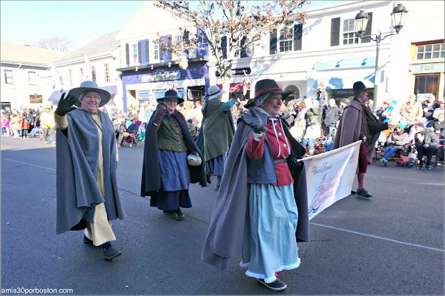 Descendientes del Mayflower en el Desfile de Acción de Gracias de Plymouth