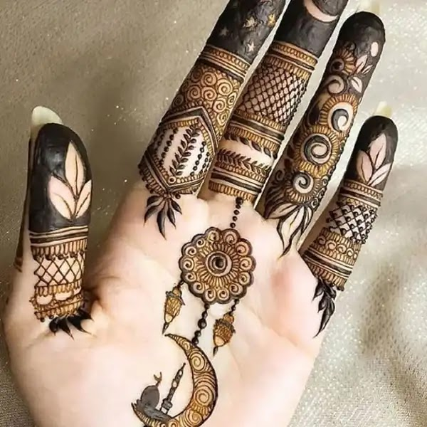 Flowers_with_chand_mehndi_design