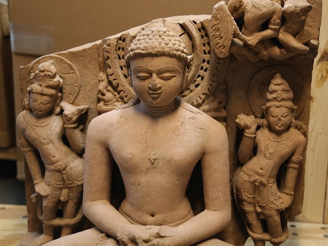1000 ancient idols smuggled out of India every year