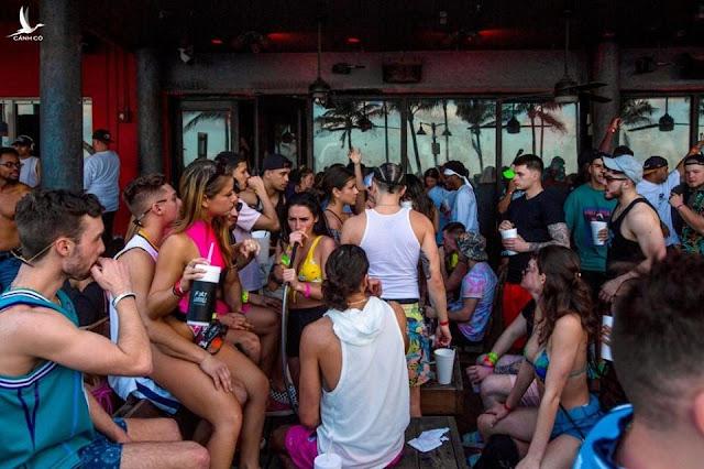 Cái giá quá đắt của những bữa tiệc bất chấp virus corona ở Mỹ