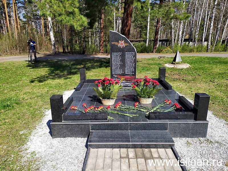 Pamyatnik-ushedshim-na-front-s-sungulskoj-zemli-Poselok-Sokol-Gorod-Snezhinsk