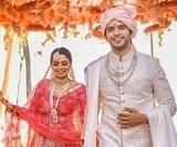 विक्रम सिंह चौहान अपनी पत्नी के साथ