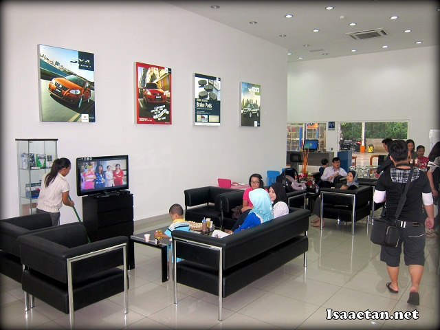 #1 The comfortable waiting lounge where customers can rest while waiting for their cars