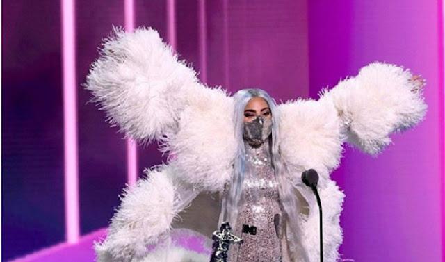 Masker Eksentrik Buatan Indonesia Dipakai Lady Gaga