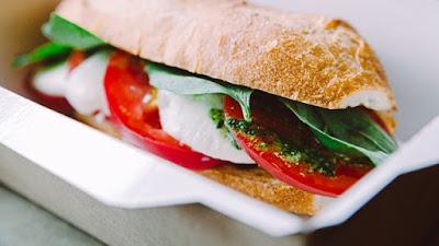ساندوتش شرائح الديك الرومي