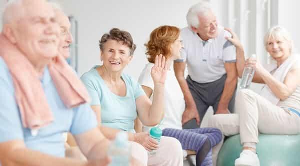 Cuidados de segurança em ambientes para pessoas idosas
