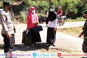 Kekompakan TNI-Polri Sosialisasikan PPKM Skala Mikro Saat Patroli Kamtibmas