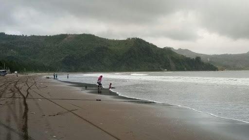 Bagi – bagi Pengalaman Wisata di Pantai Gemah