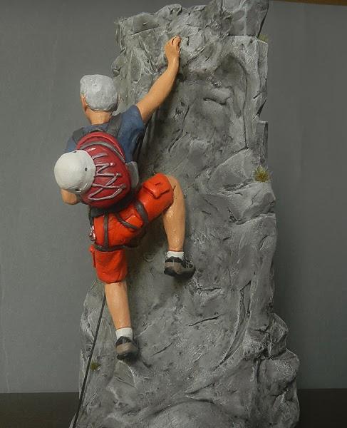 statuette personalizzate scalatore regalo appassionato di montagna orme magiche