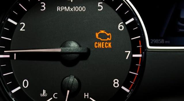 Pourquoi le voyant Check Engine clignote-t-il