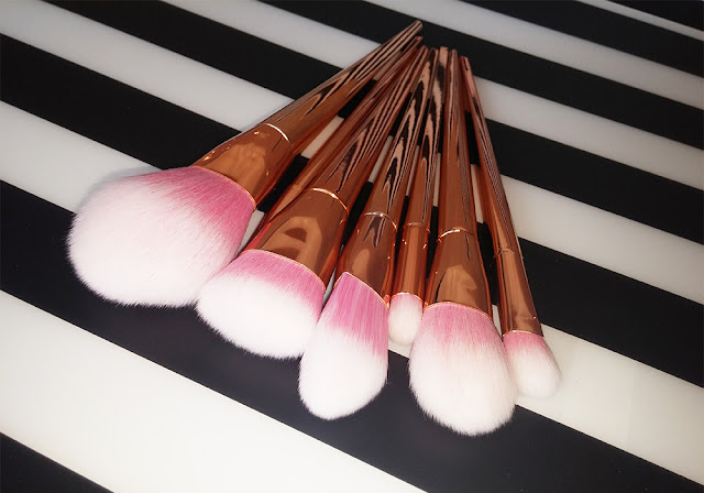 http://www.tosave.com/p/7Pcs-Makeup-Brushes-Set-Powder-Foundation-Eyeshadow-Brush-Cosmetic-Kit-57733.html