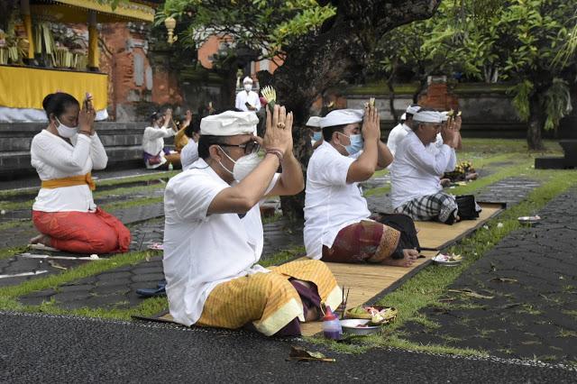 Serangkaian Hari Suci Siwaratri Wawali Jaya Negara Ngaturang Bhakti di Pura Agung Jagatnatha Denpasar
