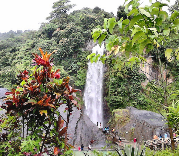 Tempat Wisata Alam di Bogor yang Hits air terjun bidadari