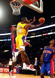 Dasar Penting Dalam Melakukan Lay Up Shoot, Fundamentals Tembakan Lay up Dalam Bola Basket , apa yang dimaksud dengan lay up shoot, apa itu lay up, pengertian lay up, NBA, Kobe Bryant, RIP Kobe Bryant, pengertian lay up, lay up shoot, tembakan lay up dalam bola basket