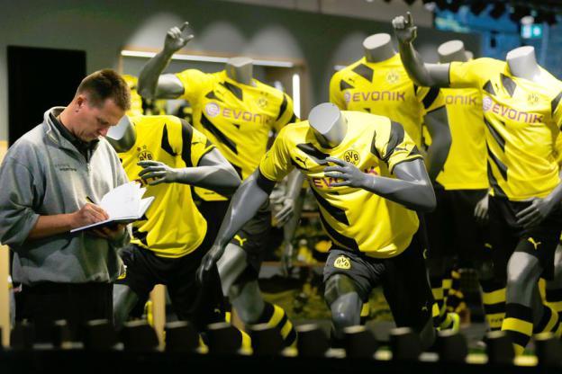 El Borussia cede y subirá el precio de sus camisetas