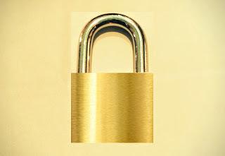 A imagem o cadeado o simbolo de segurança absoluta que não existe.