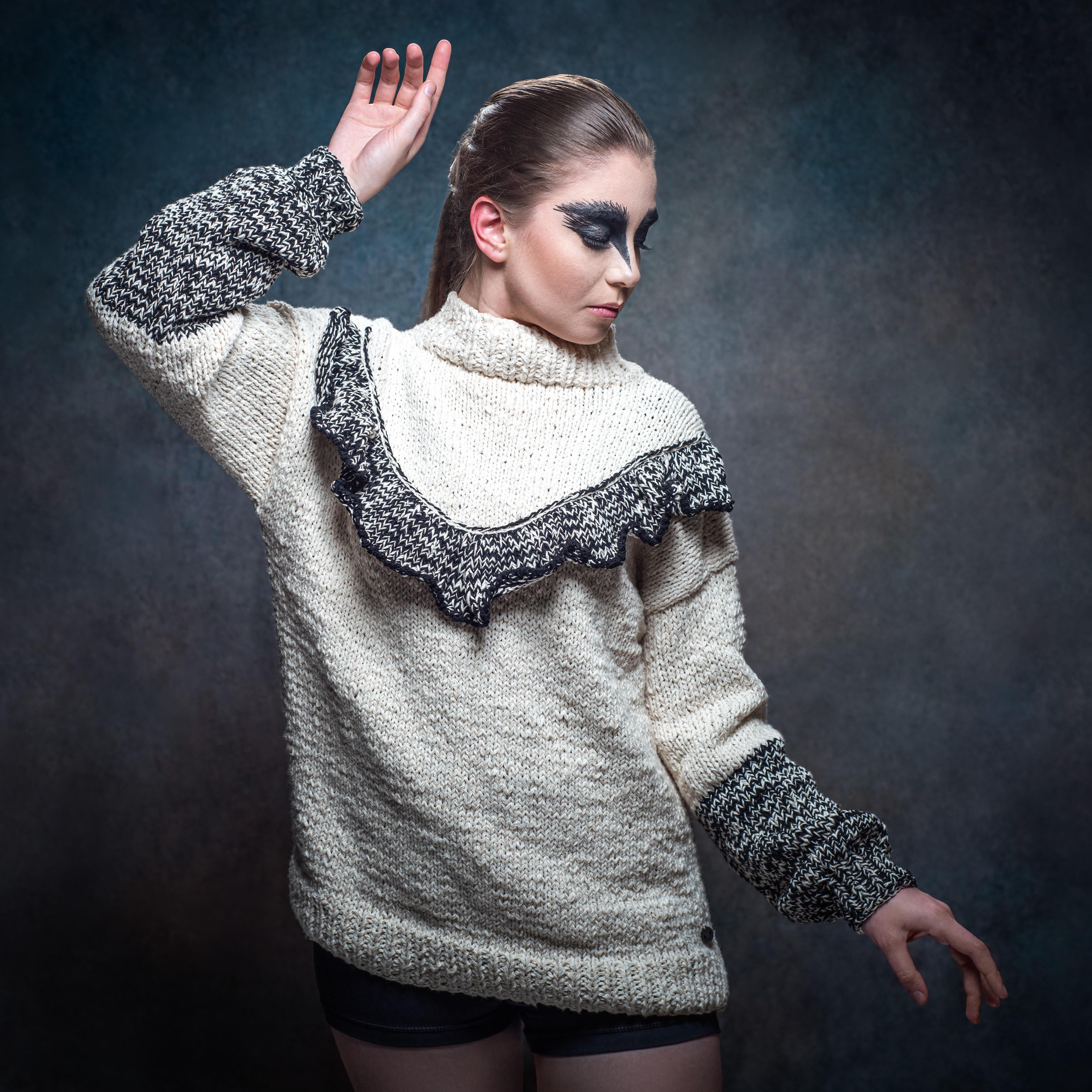Chaleco modelo cisne en blanco y negro