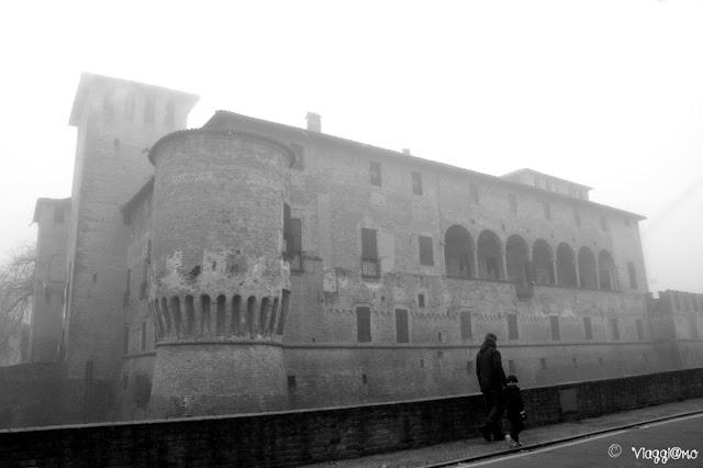 La Rocca Sanvitale con la nebbia