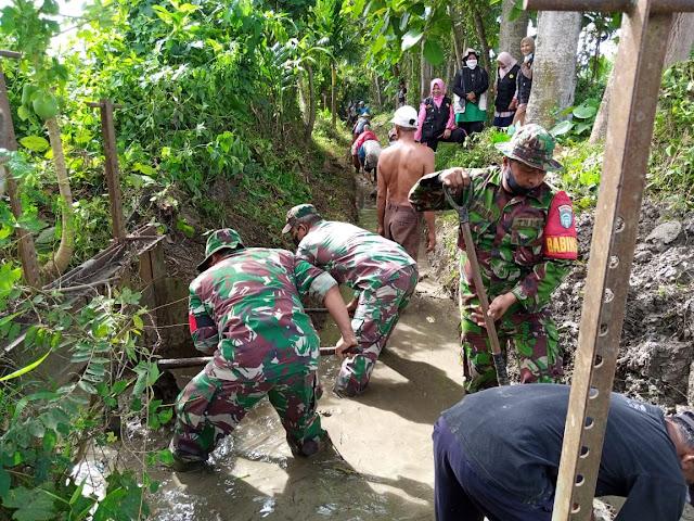 Musim tanam tiba, Petani Blang bintang bersama TNI membersihkan Saluran tersier