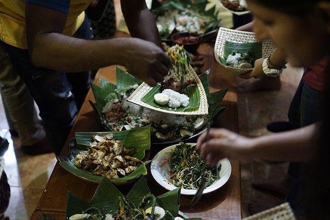 Makan malam ala tradisional di Desa Wisata Kebondalem Kidul
