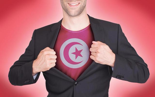 شجاعة التونسيون اليوم البساج ركاب الميترويلاحقون لص ورجل مسن يلقي القبض عليه (فيديو)