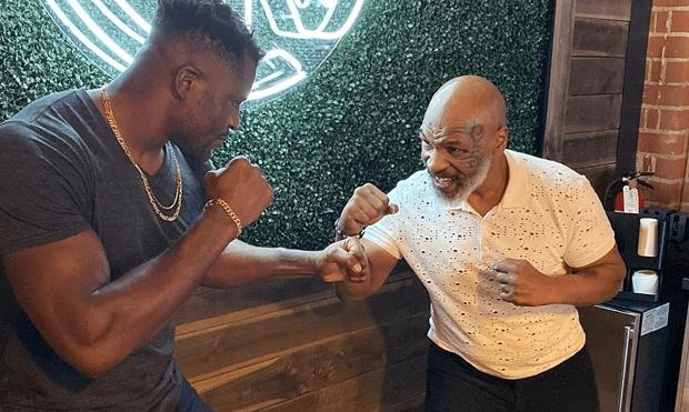 Mike Tyson devient le coach du combattant camerounais Francis Ngannou