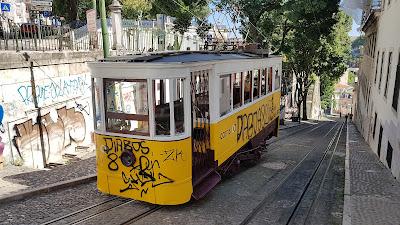 tipici tram portoghesi
