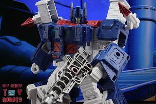 Transformers Kingdom Ultra Magnus 23