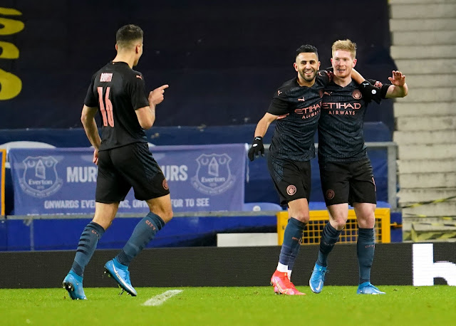 Man City players Kevin De Bruyne, Laport, Mahrez celebrating goal against Everton in the FA Cup