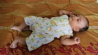 Cara Menyendawakan Bayi