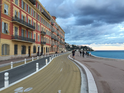 The pedestrian and bicycle lanes along the coast was a new sighting