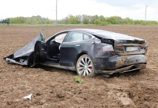 tesla-model-s-accident-germany