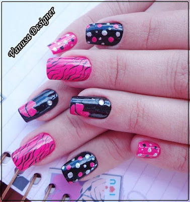Decoraciones de uñas en tono rosado