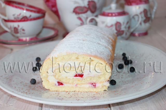 рецепт бисквитного рулета с клубникой