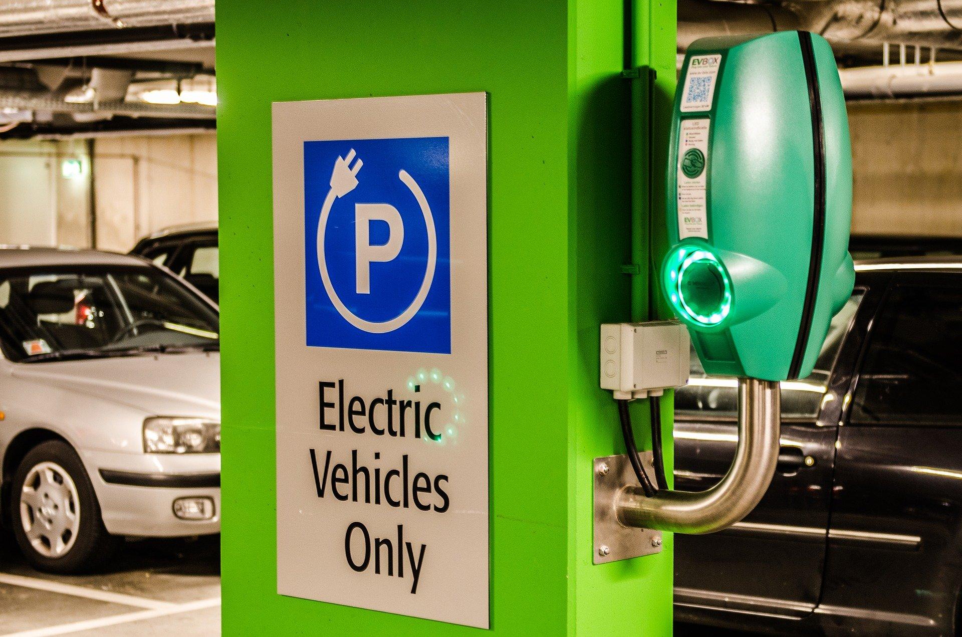 الرئيس السيسي يبحث استراتيجية توطين صناعة المركبات الكهربائية