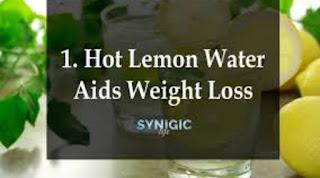 গ্রীষ্মে ওজন হ্রাসের 5 টি সেরা পানীয়ের একটি-লেবু জল (Lemon water)