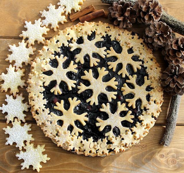 crostata con confettura di mirtilli e fiocchi di neve