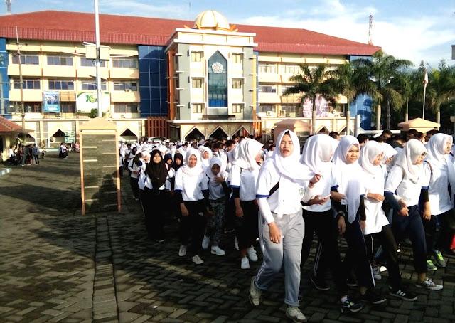 Penutupan PPSP, 3.500 Mahasiswa Baru Unmuh Jember Jalan Sehat