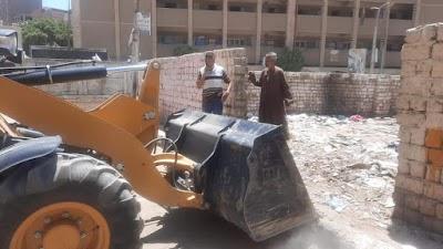 رفع تراكمات أتربة وقمامة من شارع سيتي بحي شرق سوهاج