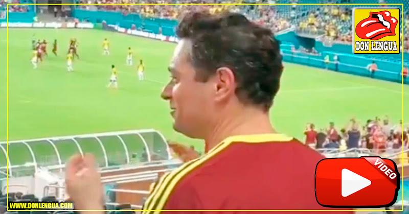 Sabes qué estaba haciendo Carlos Vecchio en el estadio de fútbol?